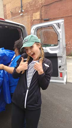 2017 SYPIP Intern Natalie Weida volunteering at 412 Food Rescue in East Liberty (Photo by Amma Ababio).