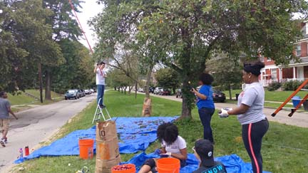 2017 SYPIP Interns volunteering in Point Breeze for 412 Food Rescue (Photo by Amma Ababio) (4)